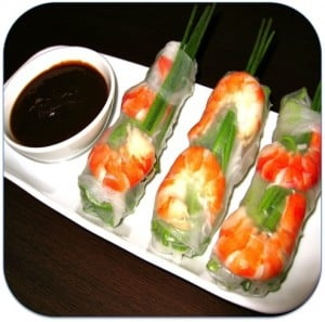 rice paper rolls and dipping sauce