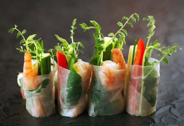 Vietnamese Rice Paper Rolls with Dipping Sauce