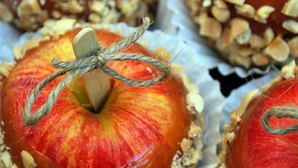 Yummy caramel apples (perfect for Halloween)