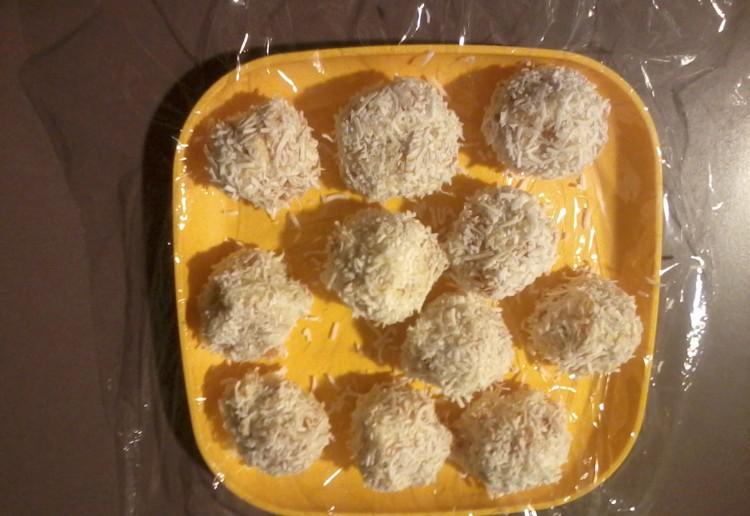 Apricot & coconut balls.