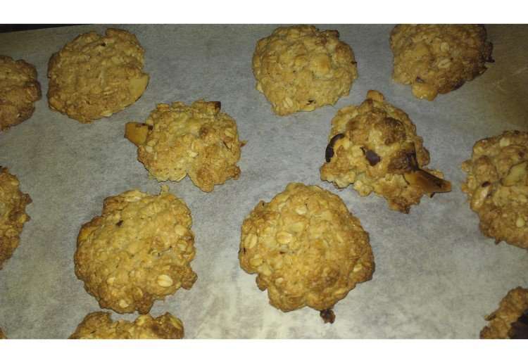 Brown sugar nutty oat cookies with olive oil