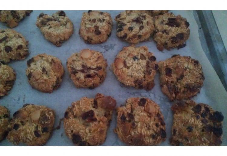 Craisins macadamia cookies