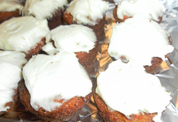 Carrot Mini Muffins with Cream Cheese Frosting