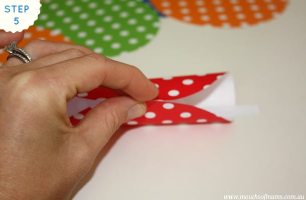 It's always nice for kids to celebrate cultural festivities and this paper fortune cookie tutorial is perfectly timed for Chinese New Year... See how you can do this great kids craft idea yourself