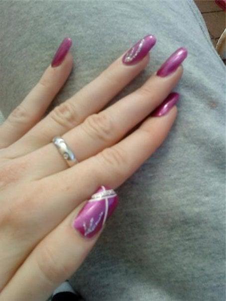Beautiful nail art design.