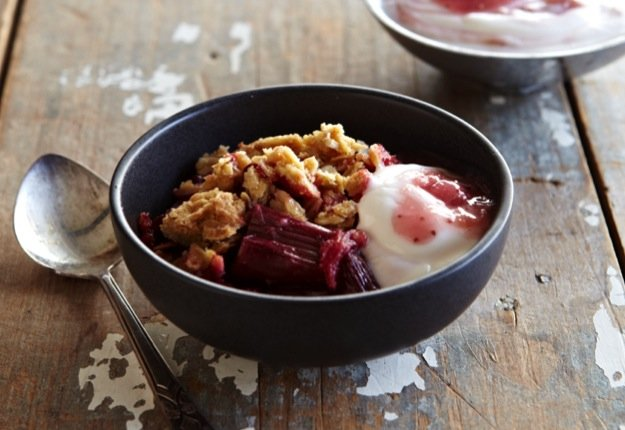 Baked Rhubarb and Strawberry Crumble