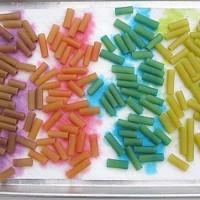 Dyed pasta (macaroni)