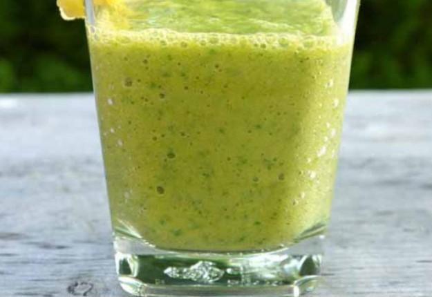 Kale, kiwi and pineapple smoothie