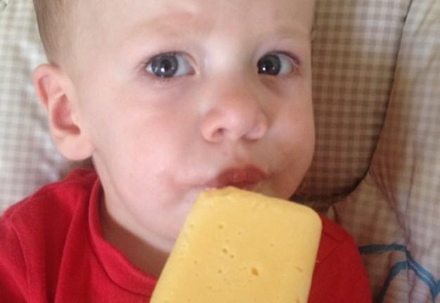 Mango yoghurt pops
