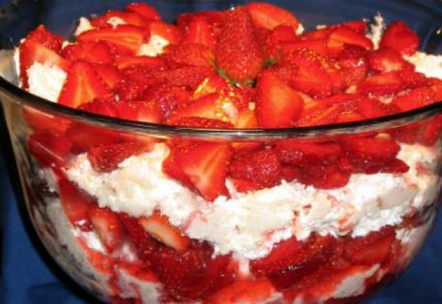 STRAWBERRY CHEESE TRIFLE