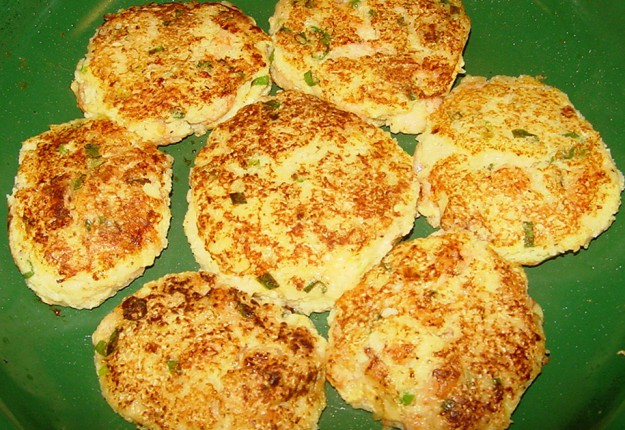 CHEESEY CAULIFLOWER PATTIES