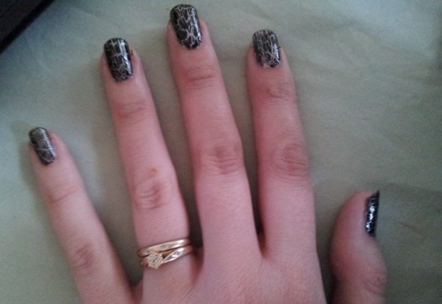 Simple Crackle Nail Art