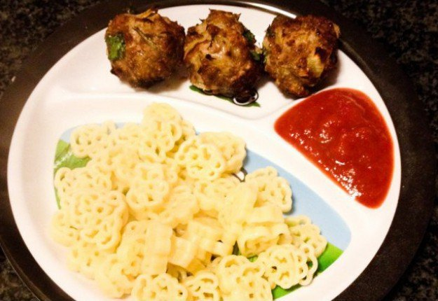 Meatballs and teddy bear pasta