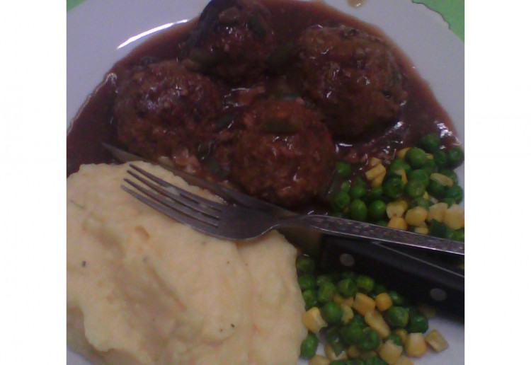 Meat balls and gravy.