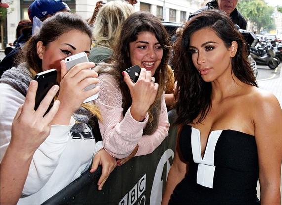 """Selfies"" Instagram (@kimkardashian)"