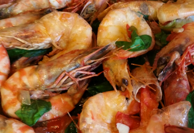 Prawns with cherry tomato and basil
