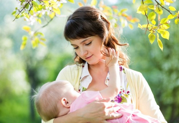 5 steps to breastfeeding in public with confidence!