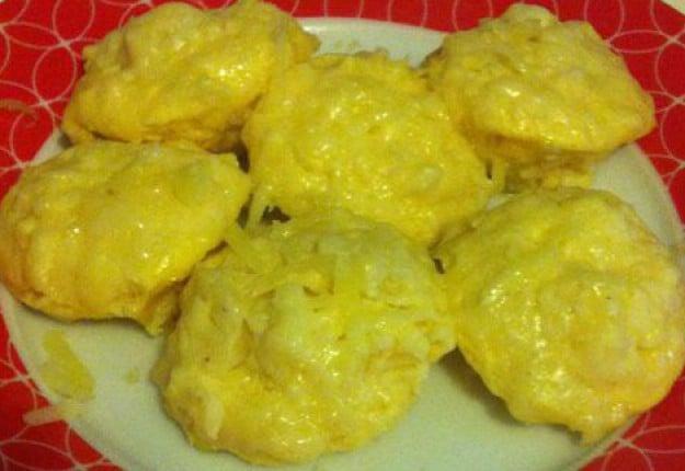 Cheesy mashed potato puffs
