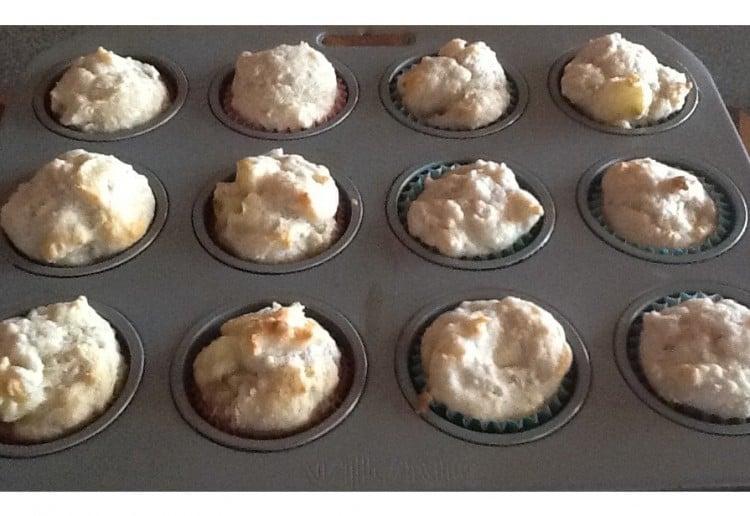 Banana yoghurt muffins