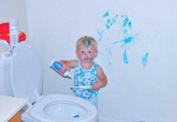 When good kids do bad things_kid with toothpaste near toilet_585x402