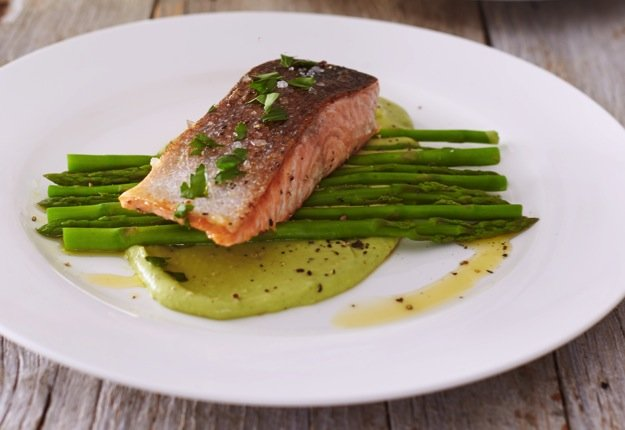 Salmon with creamy avocado sauce and asparagus