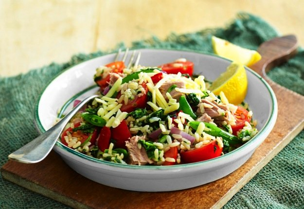 Spinach and tuna rice salad