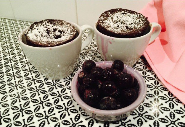 1 minute Choc Blueberry Mug Cake
