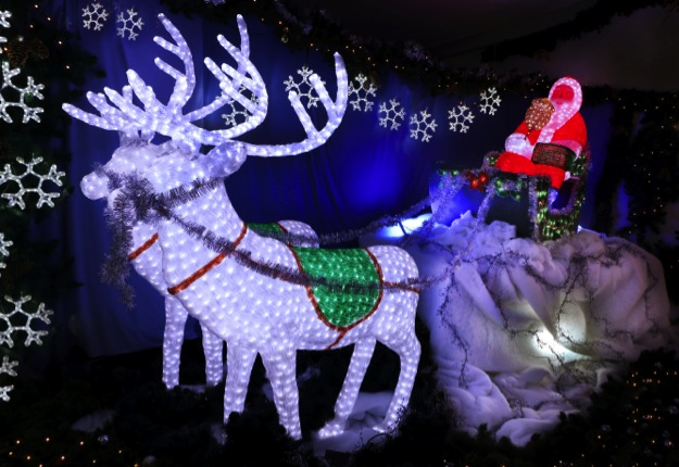 WIN 1 of 6 family passes to Christmas Lights Spectacular