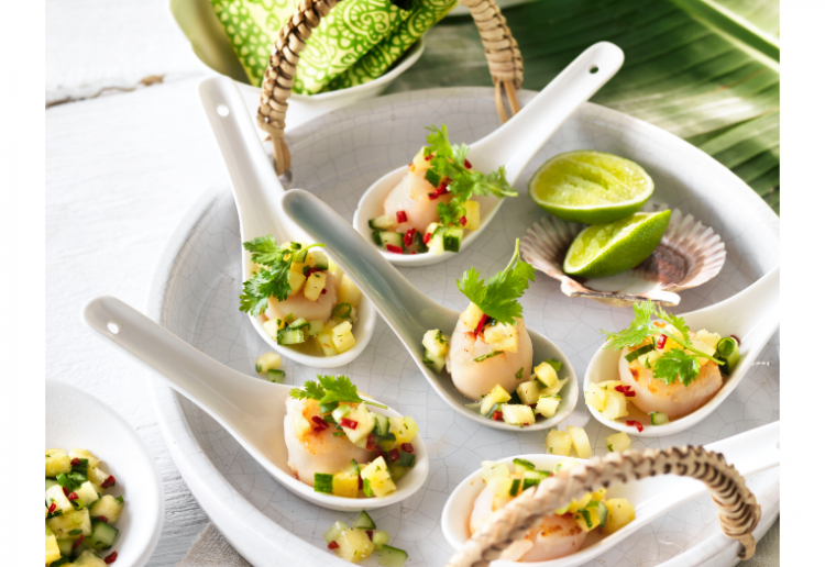 SCALLOPS WITH PINEAPPLE AND CHILLI SALSA
