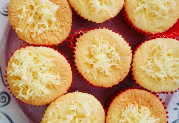Mamon (Filipino Chiffon Cupcakes)