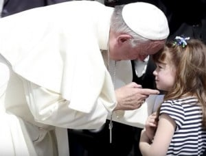 Lizzy Myers meeting the Pope. Image source: YouTube