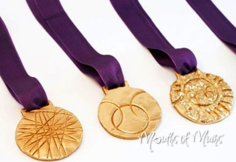 Help the kids make their own Olympic medals