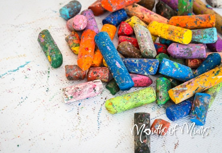 Recycle the kids broken crayons with this crafty gift!