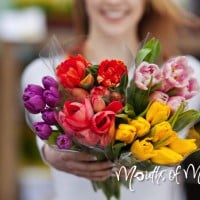 7 popular flowers to match her personality