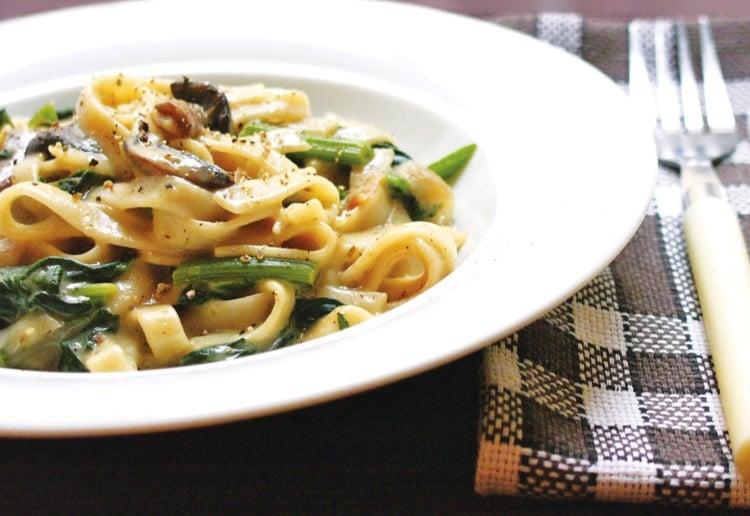 Vegan mushroom spinach tagliatelle