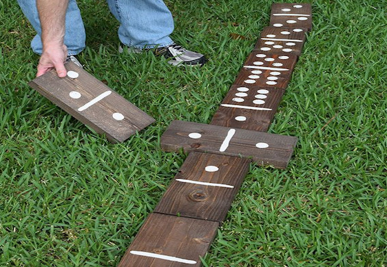 mom90758 reviewed How to make giant lawn dominoes
