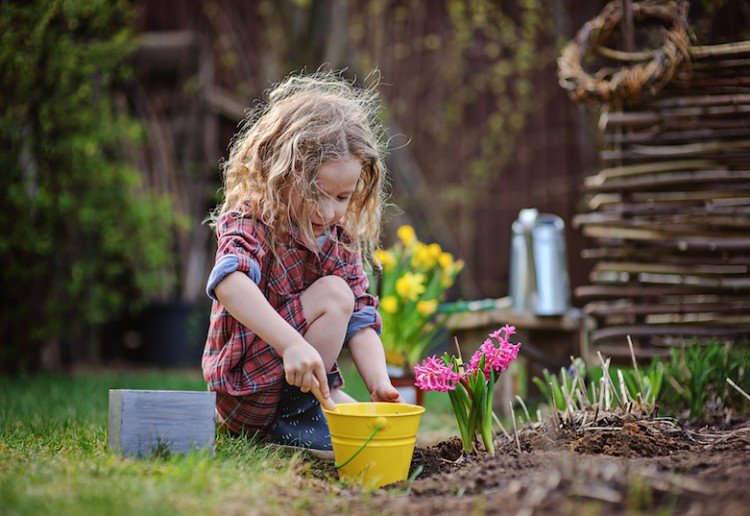 lspew reviewed 10 ways to get your kids outside in Spring