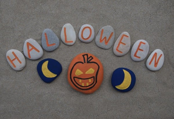 halloween-craft-and-game-ideas_sonicare_600x413_painted-rocks
