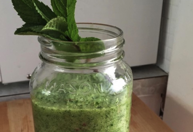Mint and lime green juice