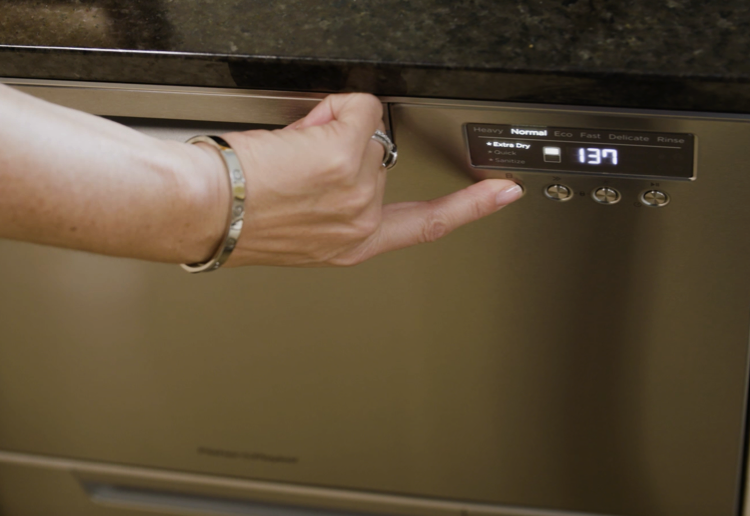 mom183717 reviewed Georgie reviews the Fisher & Paykel Double DishDrawer™ Dishwasher