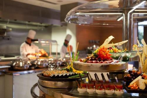 visit-dubai_al-fresco-dining