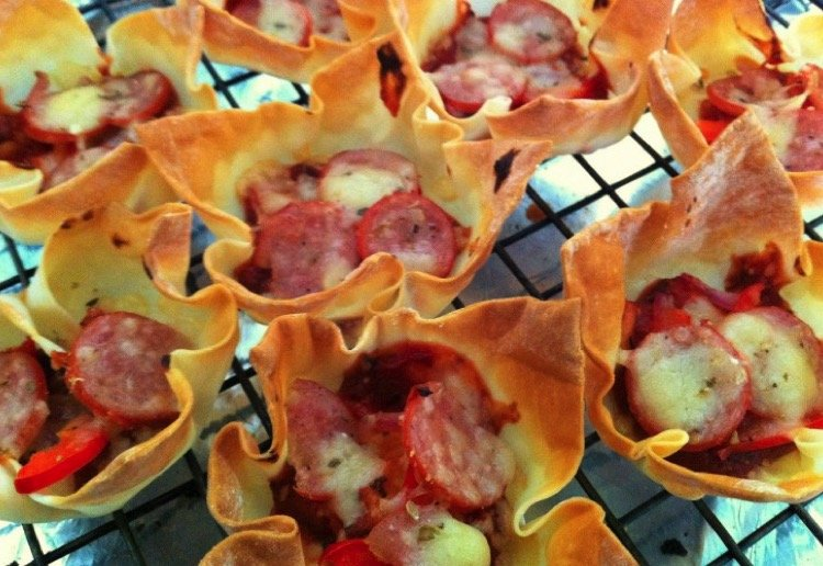 Wonton Pizza Cup