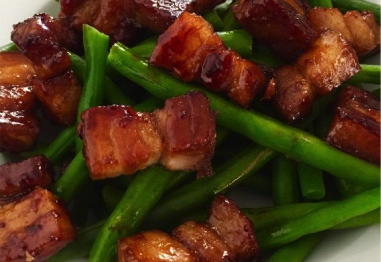 Sticky pork with green beans