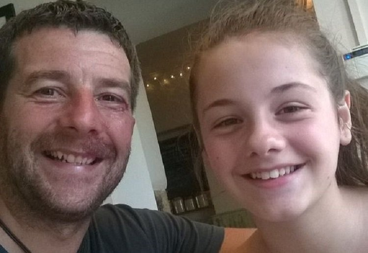 Single Dad Travelling With Daughter Shocked When Police Questioned Him
