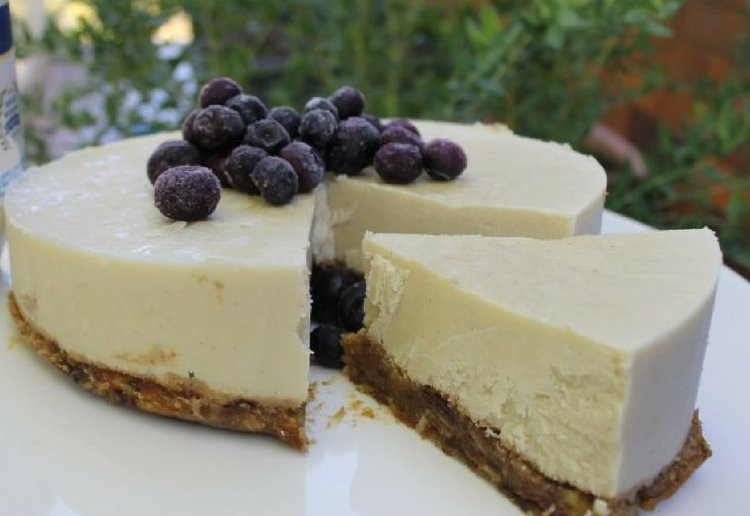 Yoghourt and Cashew Cheesecake (no bake)
