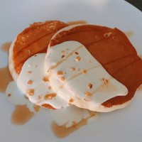 Fluffy pancake with yoghurt sauce