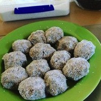 Date & Coconut Bliss Balls
