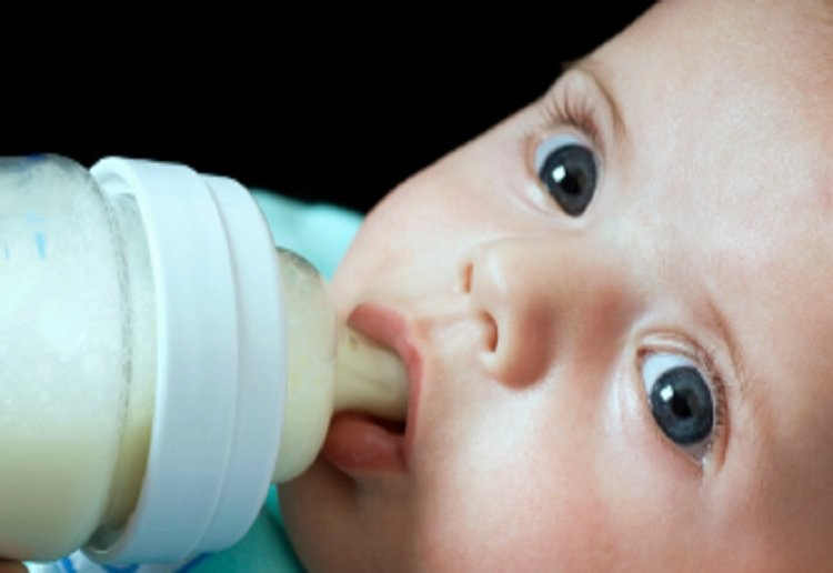 How Baby Bottle Propping is a Sign of a Broken Mum