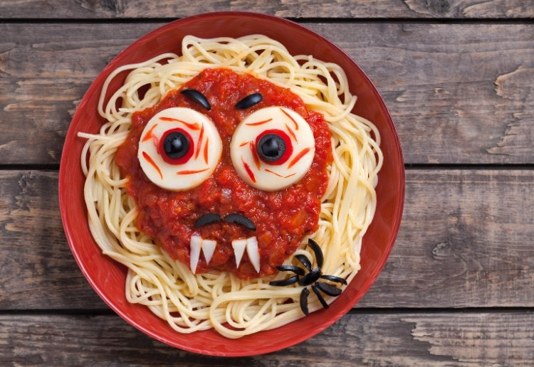 Scary Spaghetti Bolognese For Halloween