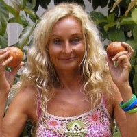 This Mum Has Only Eaten Fruit For 27 Years...And Her Kids Too!